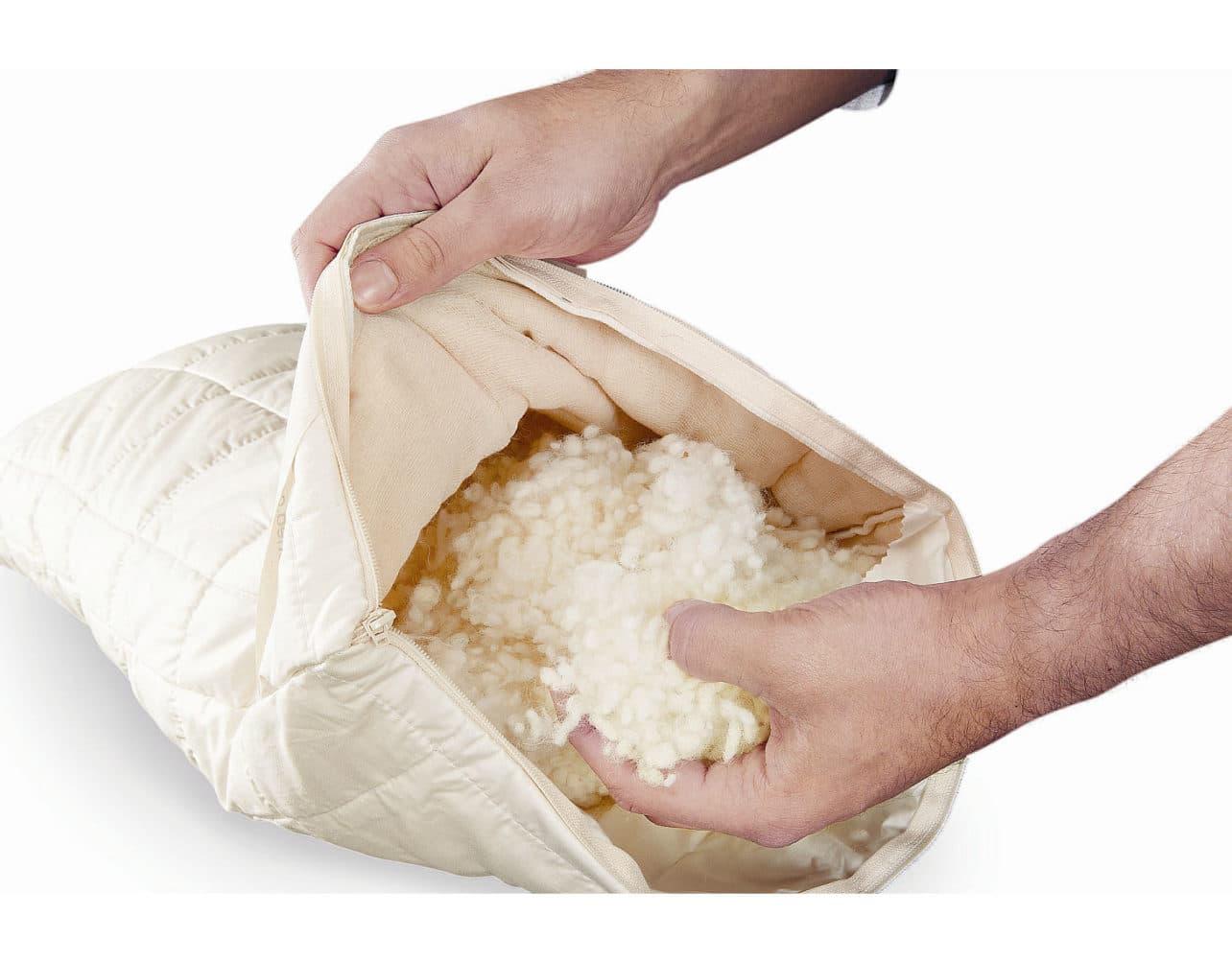 Weiches Kissen aus Baumwolle kbA mit Schafschurwollflocken kbT.