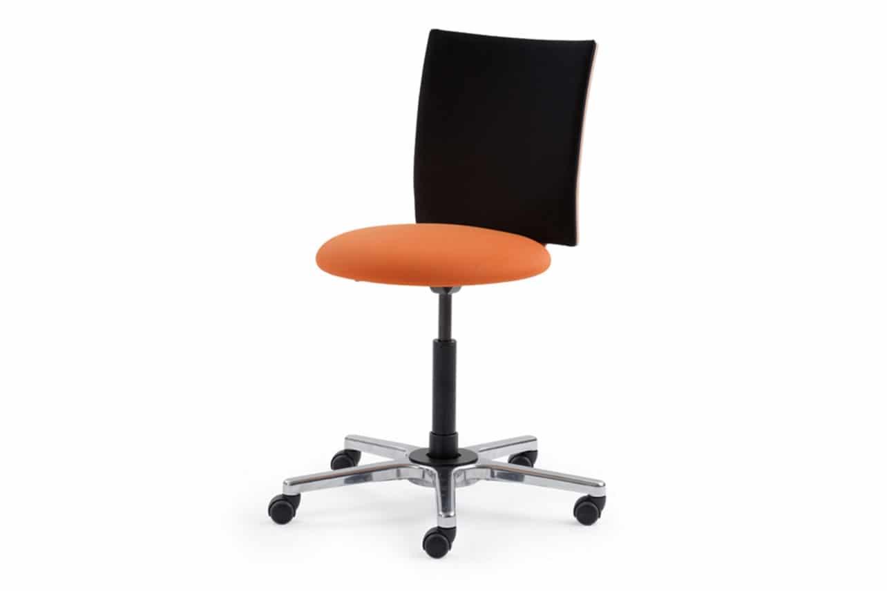 ergonomischer Bürostuhl M33 mit Rückenlehne gepolstert