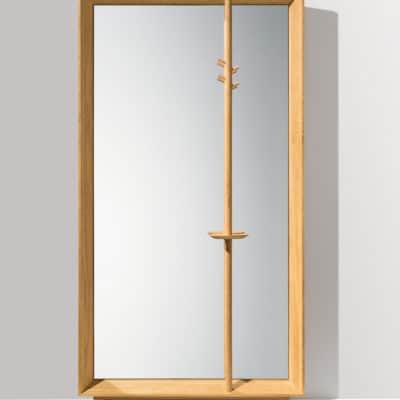 Haiku Garderobe mit Kleiderstange und Spiegel.