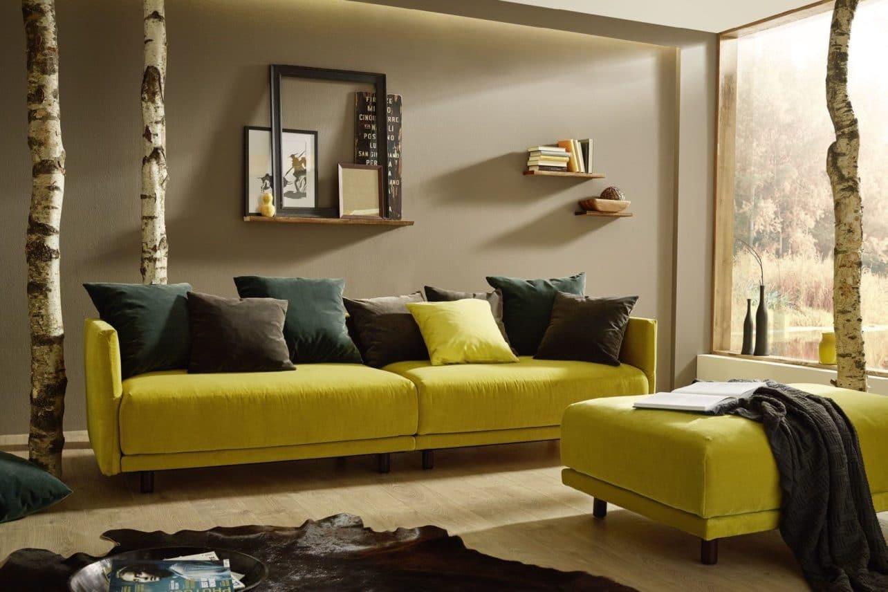Großes Sofa Riva mit Hocker in Senfgelb